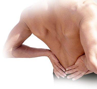 El hombre muestra los ejercicios del dolor en la espalda en yutube