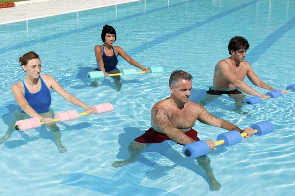 Los mejores ejercicios para la espalda for Ejercicios espalda piscina