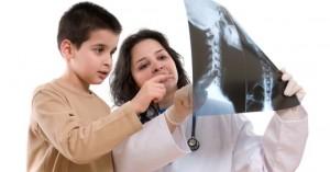 Como corregir la curvatura de la columna vertebral al niño de 12 años